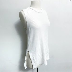 Halson white sleeveless tunic with side slits